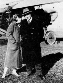 Иван Смирнов с женой после медового месяца