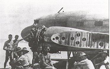 Самолет DC3 в Carnot Bay апрель 1942 www.sventastic.nl
