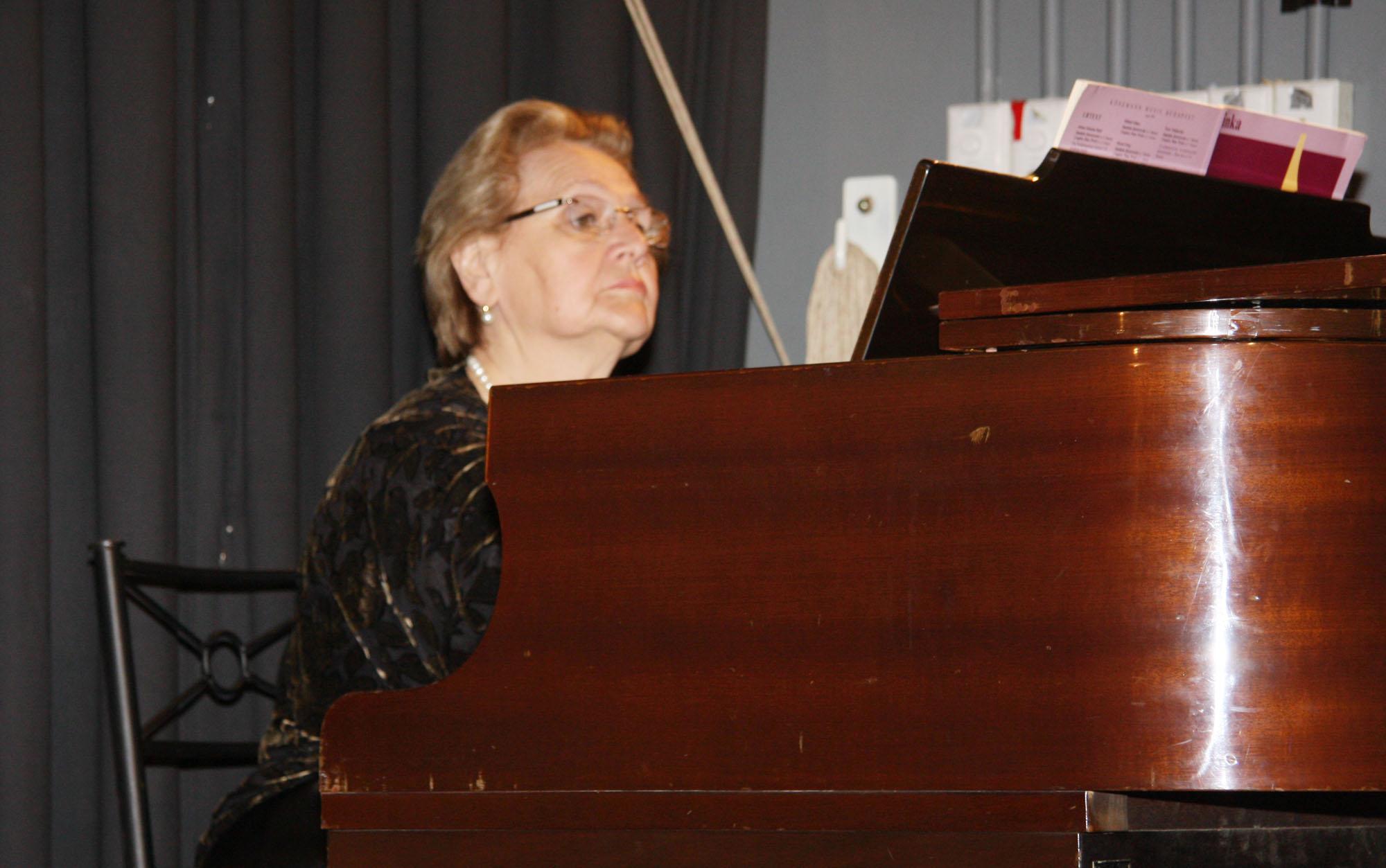 Эмма Липпа на концерте в Русском клубе Сиднея 2012